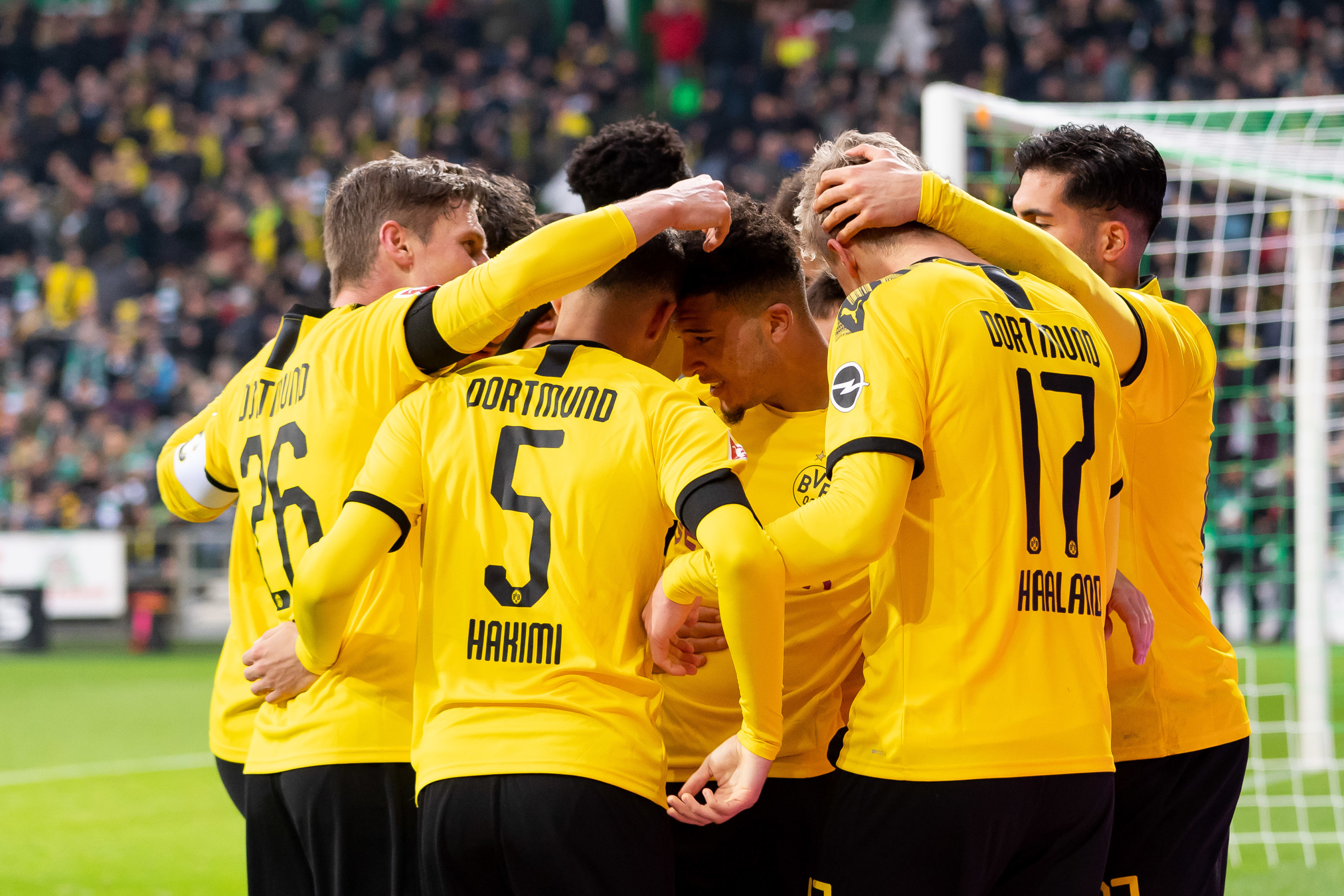 Borussia Dortmund pick up three points but so do other league leaders